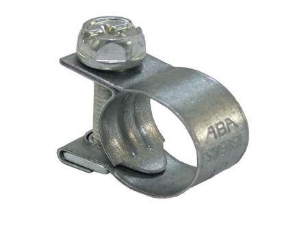 Fuel hose clip