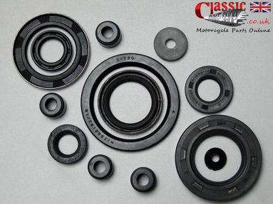 Norton Commando Engine/Gearbox Oil Seal Set